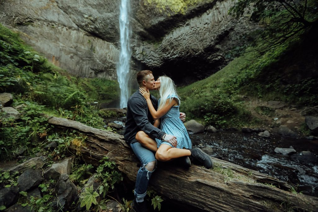 Portland Oregon Elopement Adventure Couples Wedding Photographer